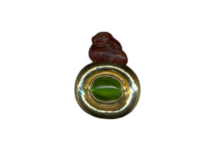 Benjamin-bunny-garnet-pin-with-oval-peridot-PIN16947