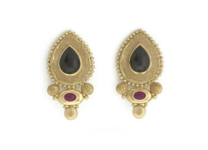 Black-jade_-ruby-and-granulation-earrings-EMS158