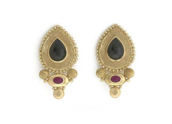 Black-jade_-ruby-and-granulation-earrings-EMS158