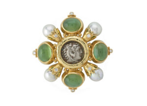 Cabachon-Green-tourmaline-Kiss-pin-with-alexander-the-great-coin_-diamonds-and-pearls-PIN24708