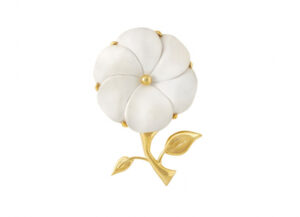 Gold pin with carved cachalong flower; gold brooch; fine jewellery London