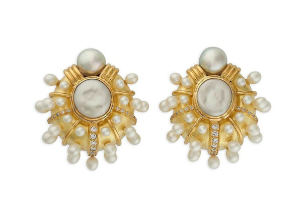 Diamond-and-Pearl-Earrings-EGP23523