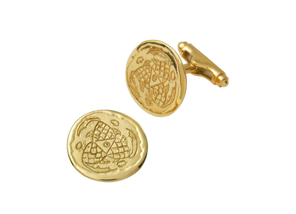Elizabeth_Gage_Carved_Fish_Cufflinks_4-CUF24304