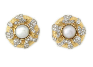 Elizabeth_Gage_Mabe_Pearl_Diamond_Earrings_EMS20121