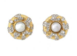 Elizabeth_Gage_Mabe_Pearl_Diamond_Earrings_EMS20121-600×434