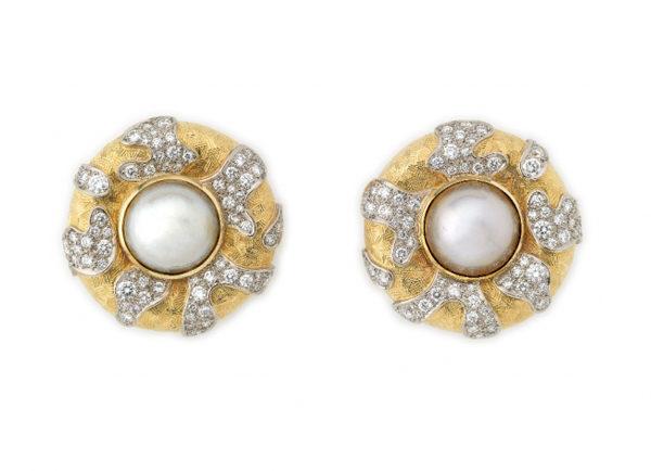 Elizabeth_Gage_Mabe_Pearl_Diamond_Earrings_EMS20121-600×434