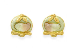 Elizabeth_Gage_Turtle_Dove_Tourmaline_Earrings_EME18718-600×434