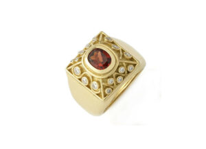 Garnet-and-diamond-charlemagne-ring-CHA25132_797e161b-7ead-4428-a6bc-5d28c7ef2ec5