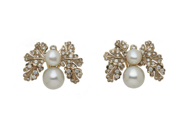 Oak-leaf-pearl-and-diamond-earrings-EGP26017