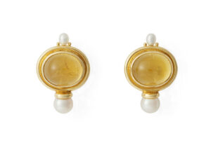 Oval-cabochon-yellow-tourmaline-valois-earrings-with-biwa-plume-and-akoya-pearls-EVA22425