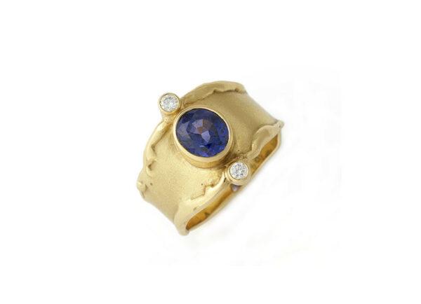 Oval-sapphire-molten-edge-ring-MIS25628
