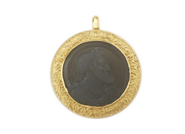 Gold pendant with moonstone cameo; fine jewellery London