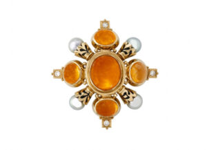 Gold Kiss pin with mandarin garnets, grey pearls and black enamel; fine jewellery London