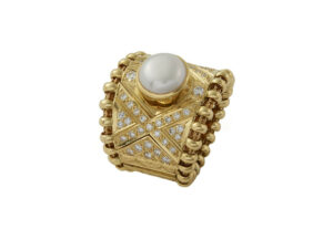 Pearl-tapered-agincourt-ring-with-diamonds-AGT26469