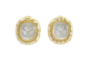 Rock-crystal-intaglio-Rose-earrings-with-white-seaweed-enamel-EME20608
