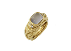 cabochon-chalcedony-molten-gold-ring-with-diamonds-MLG23189