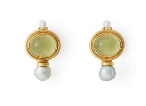 oval-cabachon-yellow-green-beryl-valois-earrings-with-biwa-plume-pearls-EVA22421