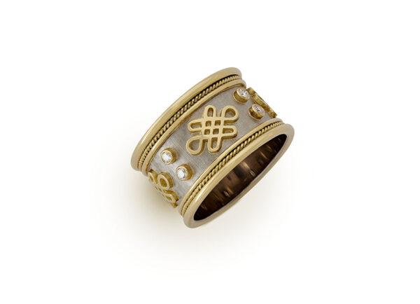 Eternal Knot Templar Band with Diamonds