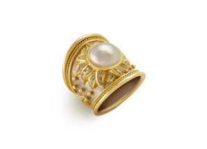 Gold ring with Mabé Pearl; fine jewellery London